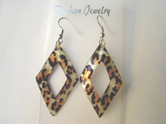 ECL-6008      Natural Shell Earrings