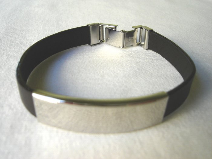 BHY-6005    Stainless Steel and Genuine Leather Bracelet