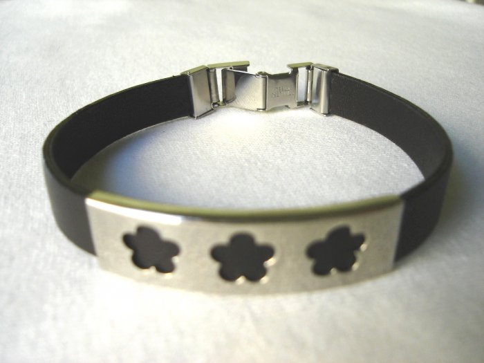 BHY-6004    Stainless Steel and Genuine Leather Bracelet