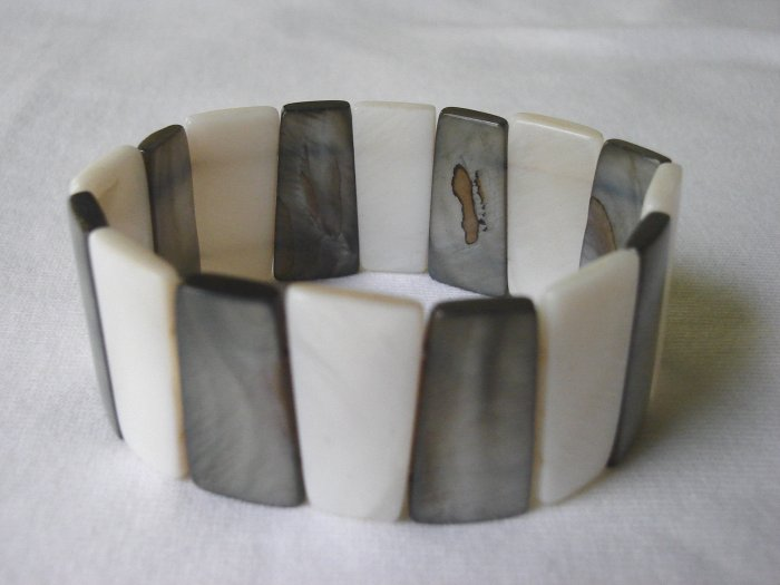 BHX-6017    Natural Shell Bracelet