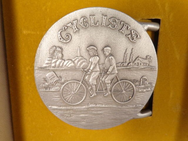 VINTAGE INTERNATIONAL PEWTER CO CYCLISTS BICYCLE BELT BUCKLE BYCYCLE BUILT FOR 2