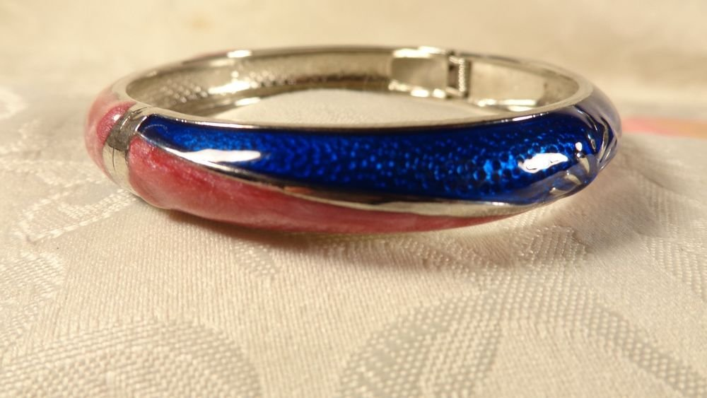 VINTAGE BEAUTIFUL GUILLOCHE STYLE ENAMEL SILVER PLATE BANGLE BRACELET