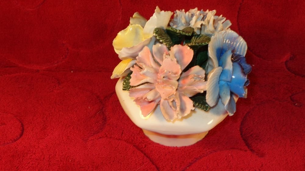 VINTAGE THORLEY STAFFORDSHIRE BONE CHINA CAPODIMONTE FLOWER BASKET FIGURINE