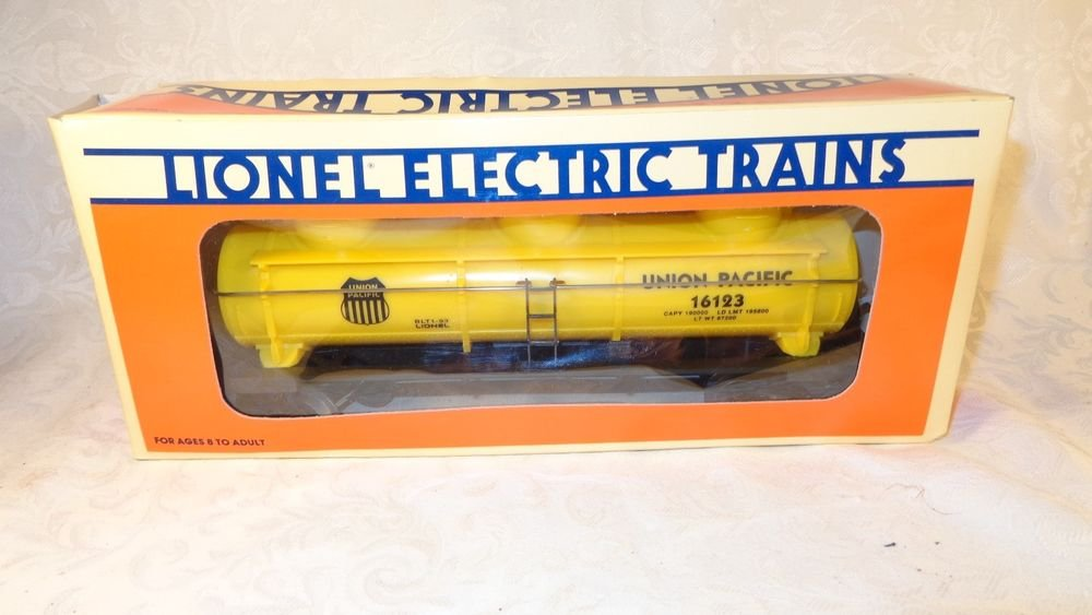 1991 LIONEL ELECTRIC TRAIN UNION PACIFIC No 16123 BLT1-93 3 DOME TANK CAR NIB