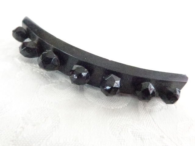 ANTIQUE VICTORIAN JET BLACK BEAD ON ENONY WOOD MOURNING PIN/BROOCH RARE BEAUTY