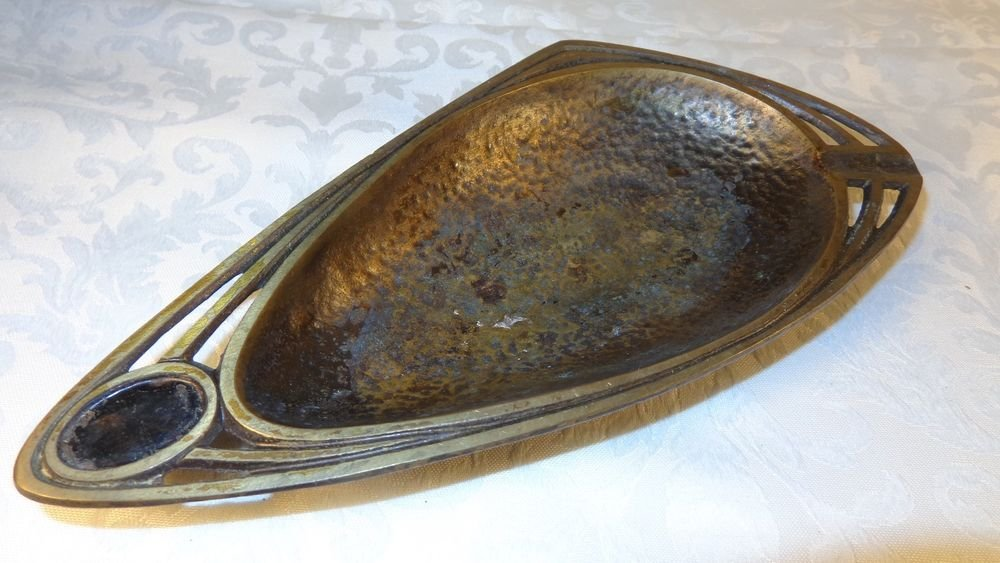 ART DECO SIGNED DAYAGI ISRAEL HAND HAMMERED BRASS ASHTRAY TRINKET DISH MODERNIST