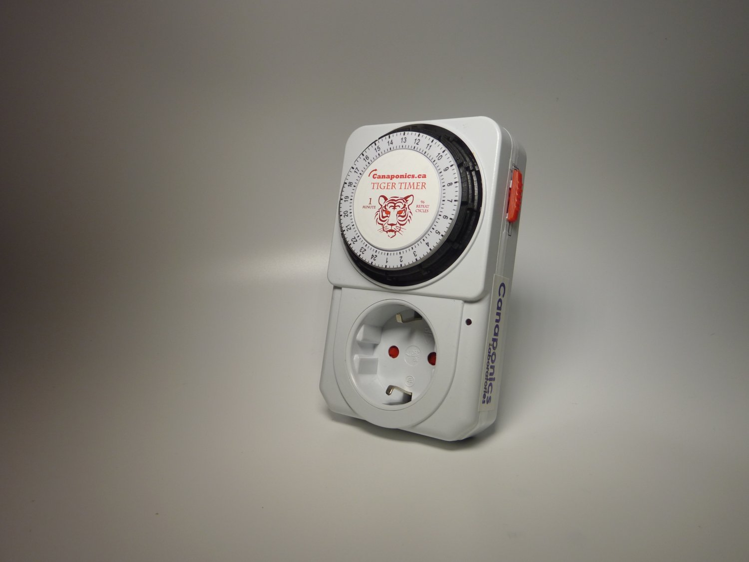 Repeat cycle timer 60 sec x 96 Dutch plug 3500W Voltage: 220-240V (50Hz)