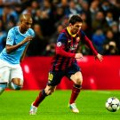 Lionel Messi Dribbling Barcelona UEFA Champions League 32x24 Wall Print POSTER
