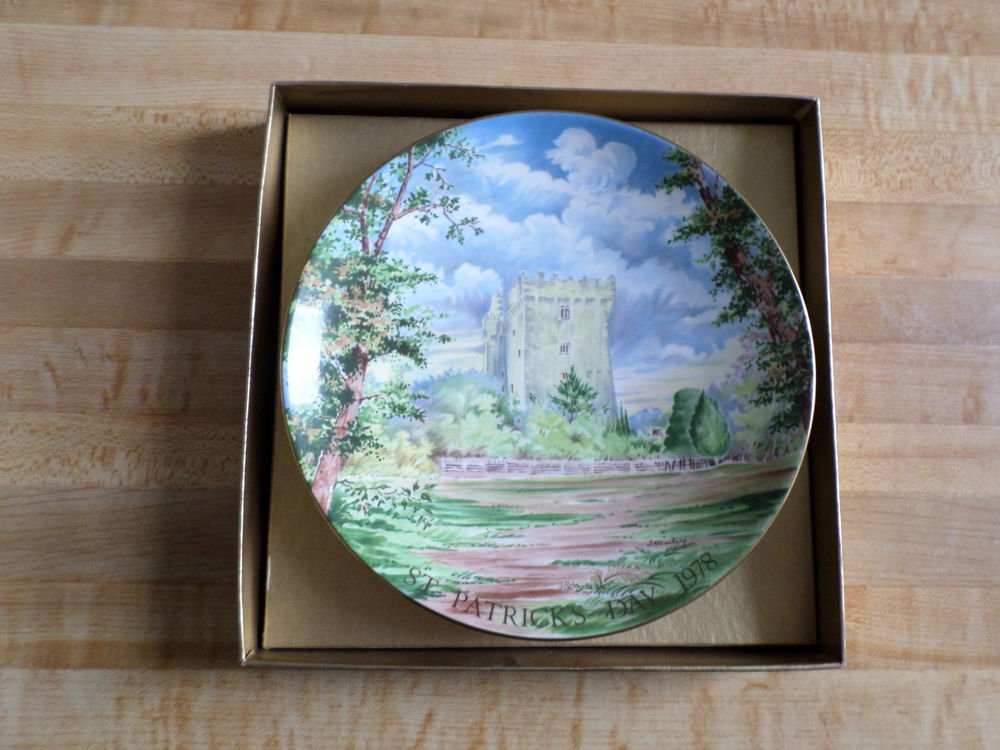 St Patrick's Day 1978 Crown Staffordshire Plate -Blarney Castle -Stone -Cork -FE