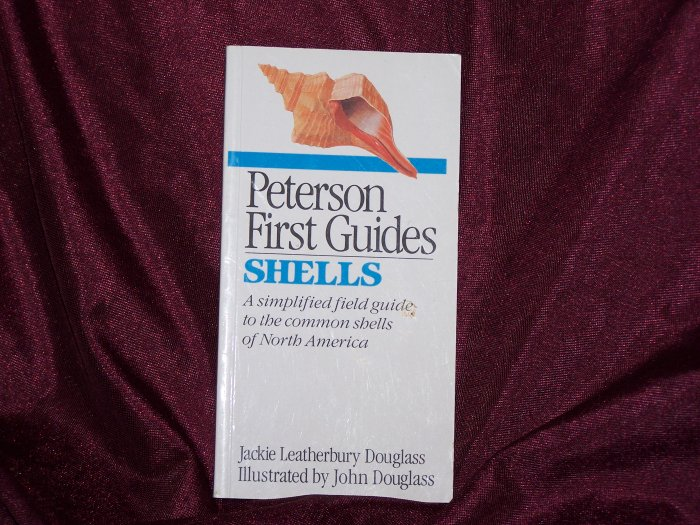 Peterson First Guides: Shells: Common Shells of North America by Jackie and John Douglass