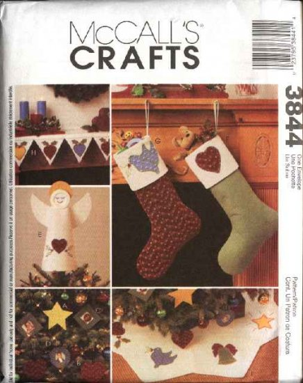 McCall�s Sewing Pattern 3844 Christmas Holiday Decorations Stockings Tree Skirt Mantle Scarf