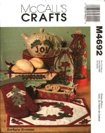 McCall�s Sewing Pattern 4692 Christmas Kitchen Gifts Tray Mitt Tea Cozy Place Mat Wine Bottle Bag
