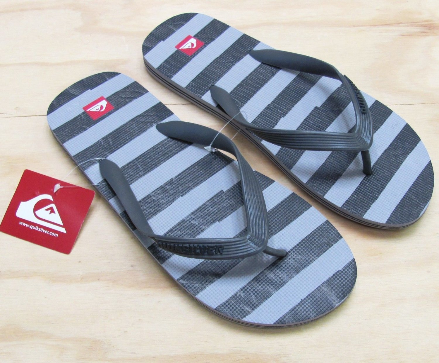 Quiksilver Mens size 7 Molokai Art Series Flip Flops Gray and Black Stripe Sandals