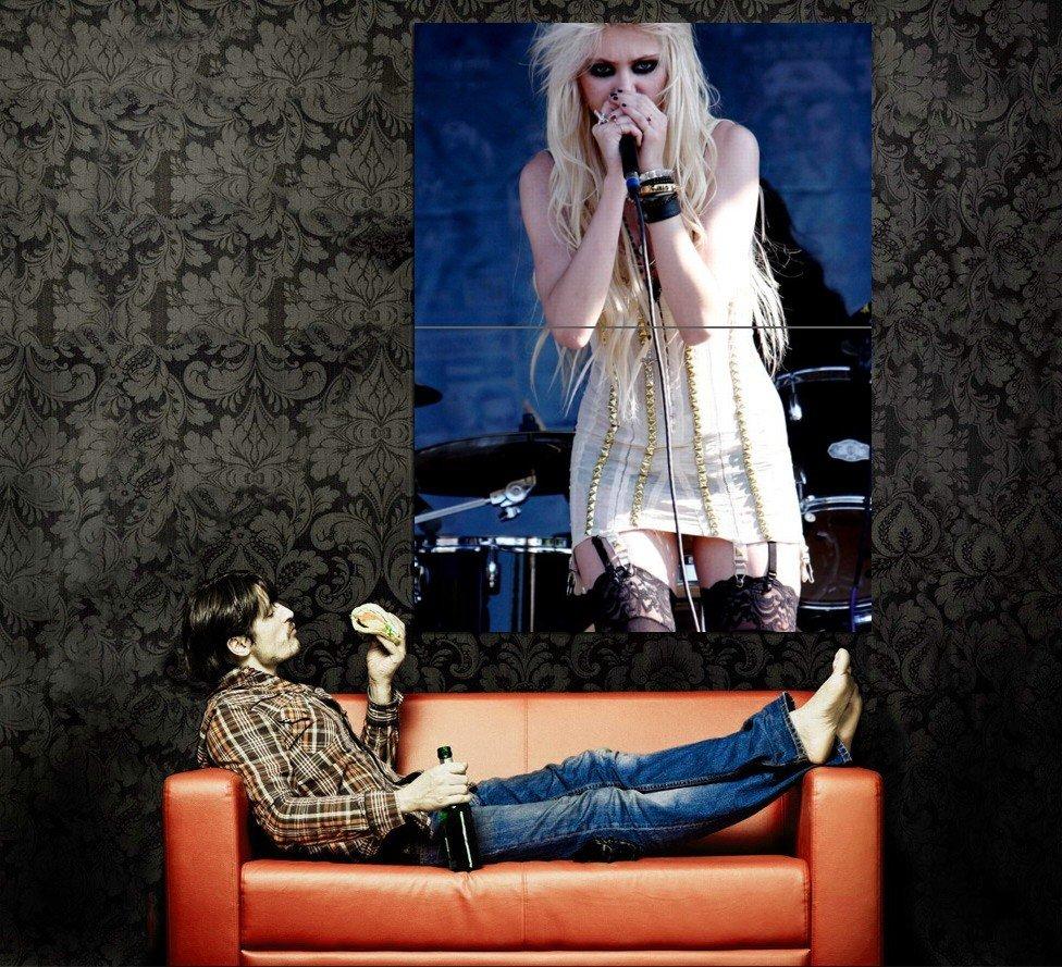 Taylor Momsen Singing Live Hot Huge 47x35 Print POSTER