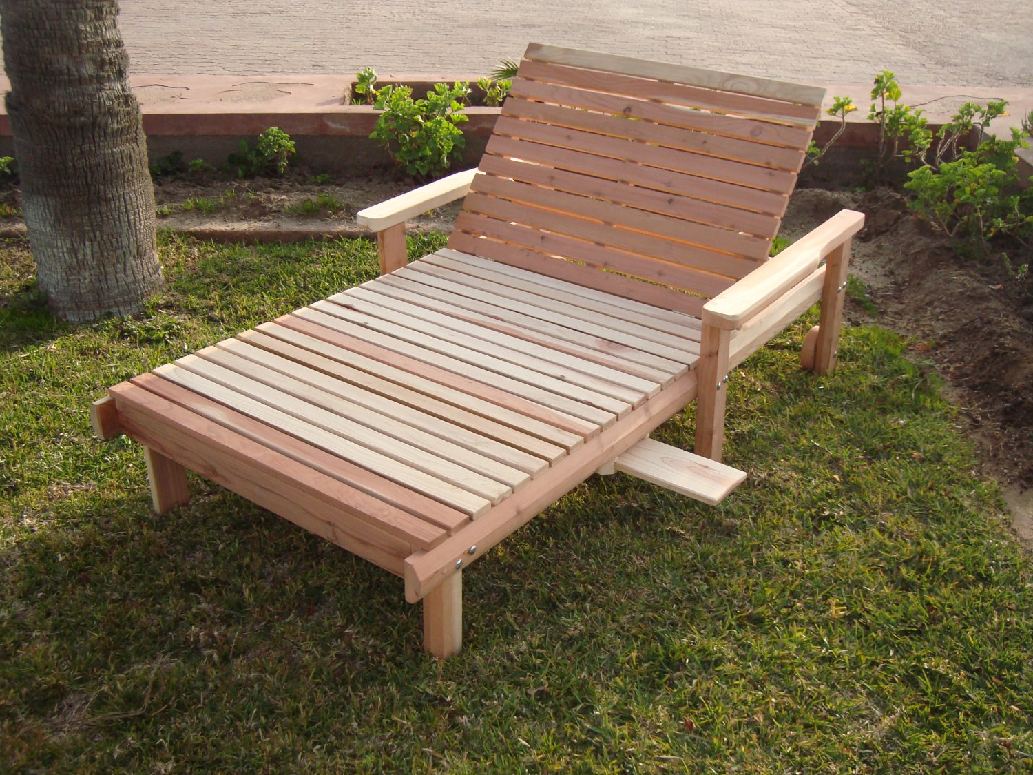 Best redwood wide beach chaise lounge for Beach chaise lounger