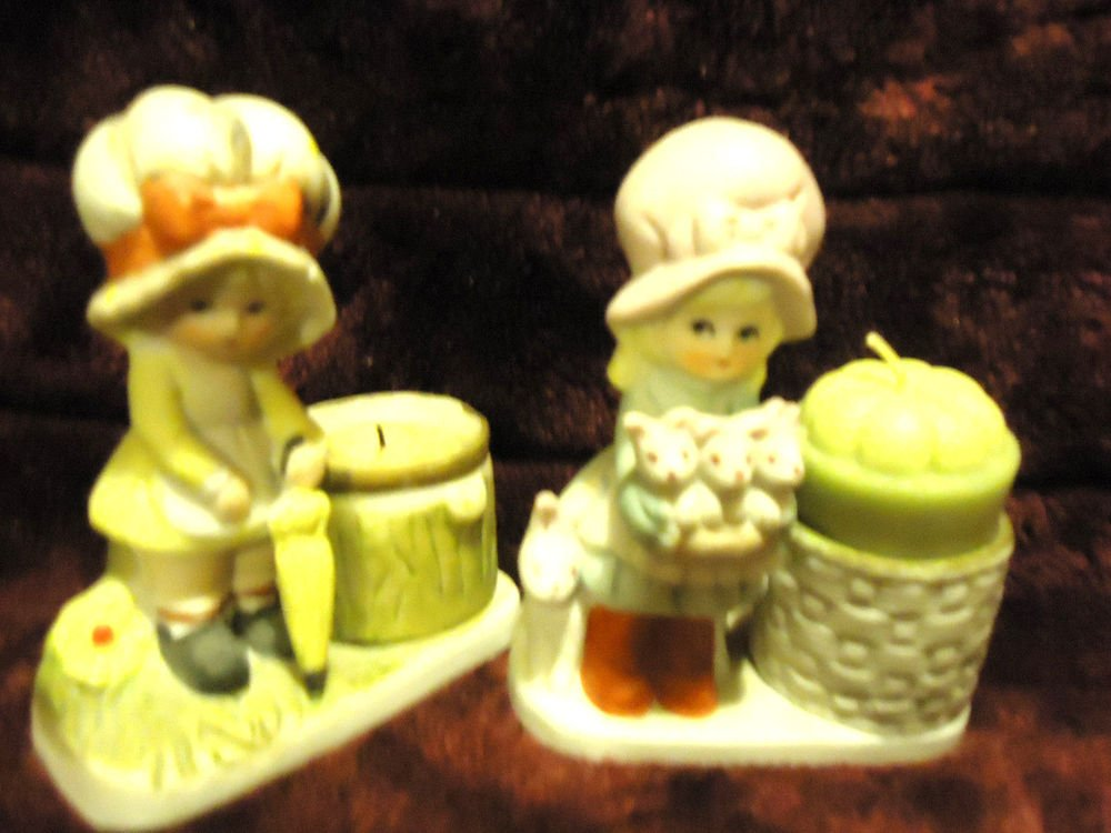 VINTAGE 1970'S LITTLE LUVKINS SET OF 2 GIRLS W/UMBRELLA/RABBITS..FIGURINES/CANDL