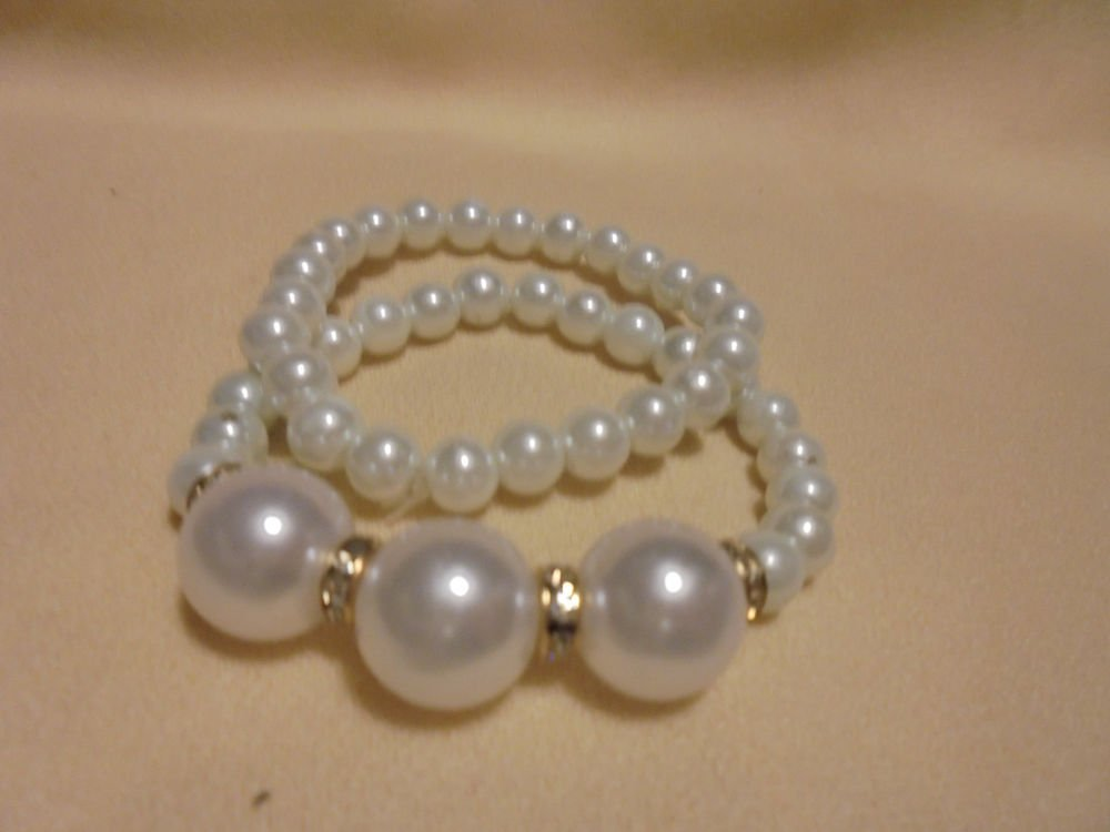 BEAUTIFUL WHITE STRETCH BEADED/RHINESTONE BRACELETS..NICE DESIGN....SET OF TWO