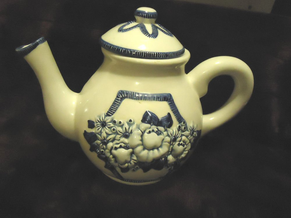 LARGE BLUE & WHITE FLORAL TEAPOT..HANDPAINTED BY BALLOONS & FLOWERS...1996