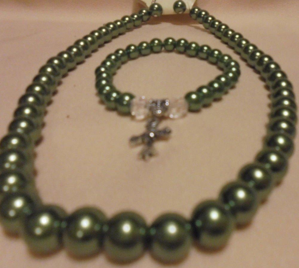 """GREEN BEADED NECKLACE, EARRINGS & COMFORT CROSS BRACELET....APPROX 19"""""""