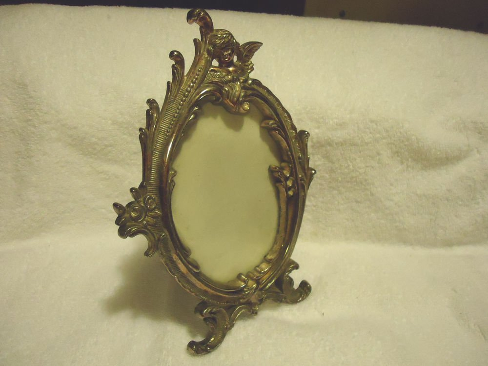 "NICE OVAL METALLIC  PICTURE FRAME....HEAVY....FRAME SIZE IS 8"" X 5 1/2"""