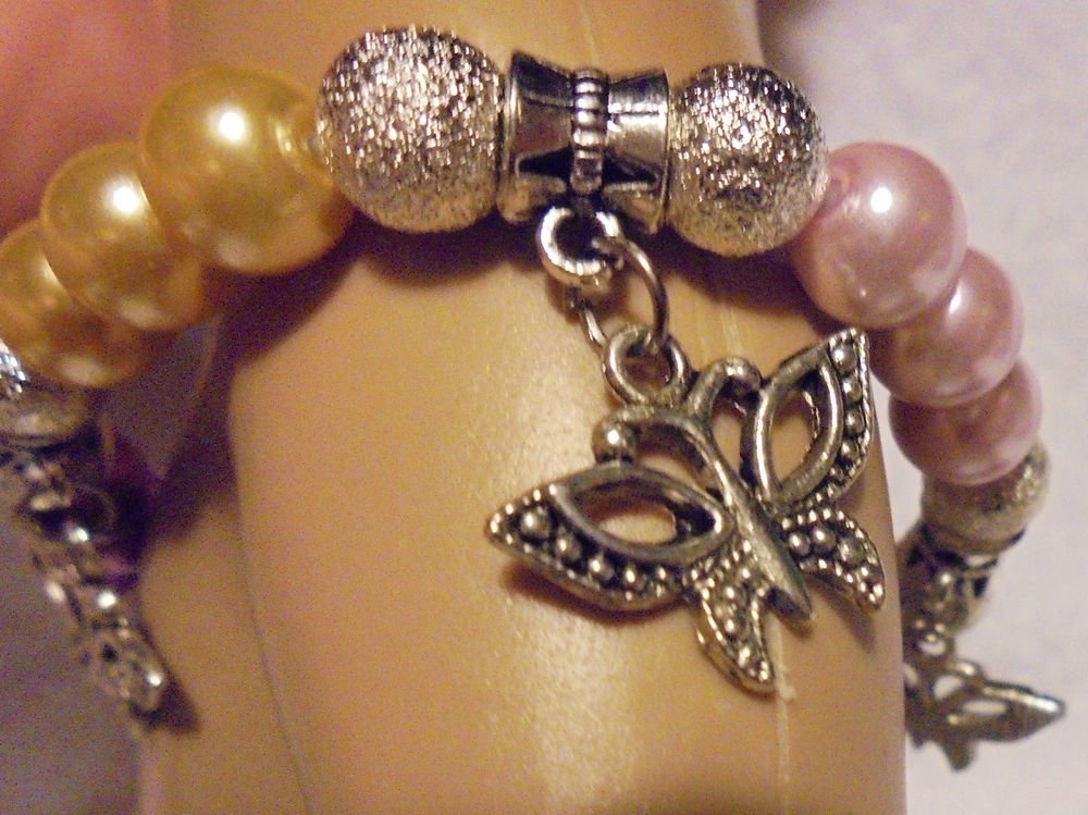 5 COLOR/5 CHARM  PEARL/SILVER BUTTERFLY CHARM BRACELET---EXPANDABLE