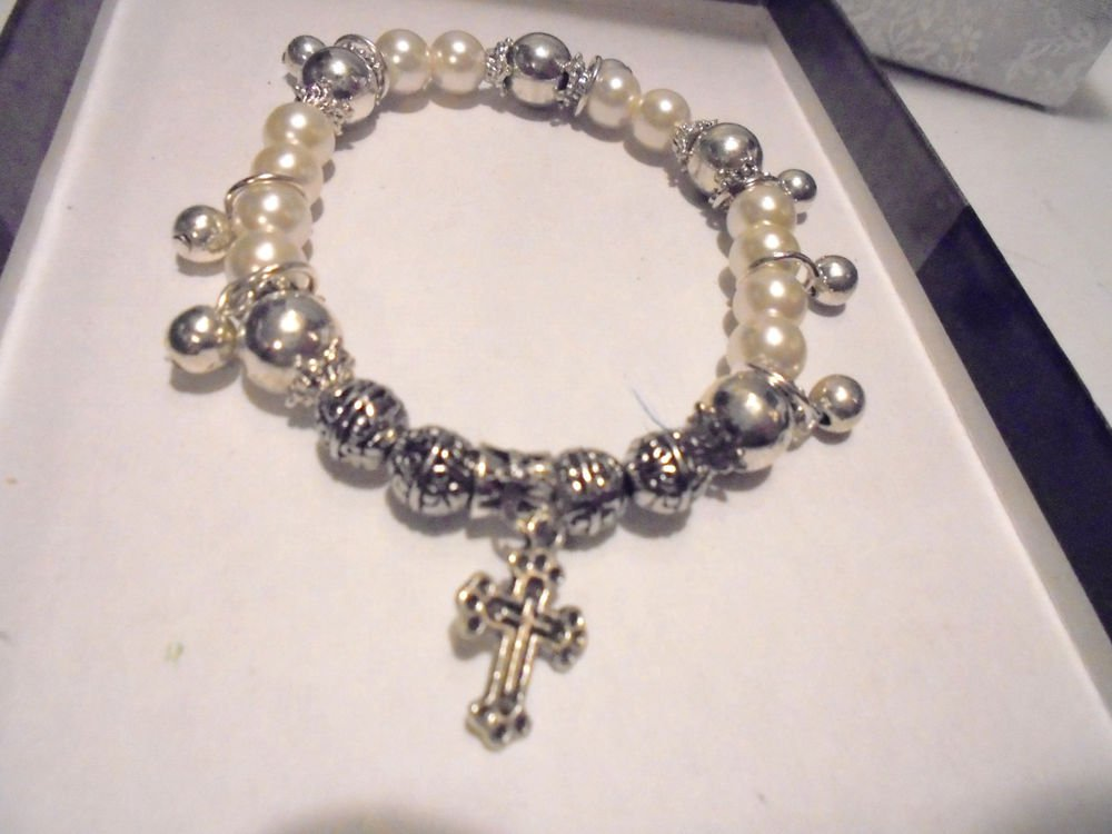 LADIES/GIRLS EXPANDABLE PEARL & SILVER COMFORT CROSS BRACELET...PRETTY