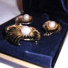 TACOA GOLD TONE UNIQUE LEAF PIN WITH PEARL  BROOCH & EARRINGS SET IN BOX