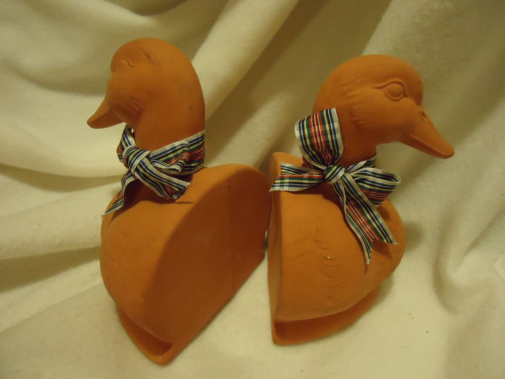 NICE TERRA COTTA GEESE/DUCKS BOOKENDS WITH BOW AROUND NECK...NICE SIZE