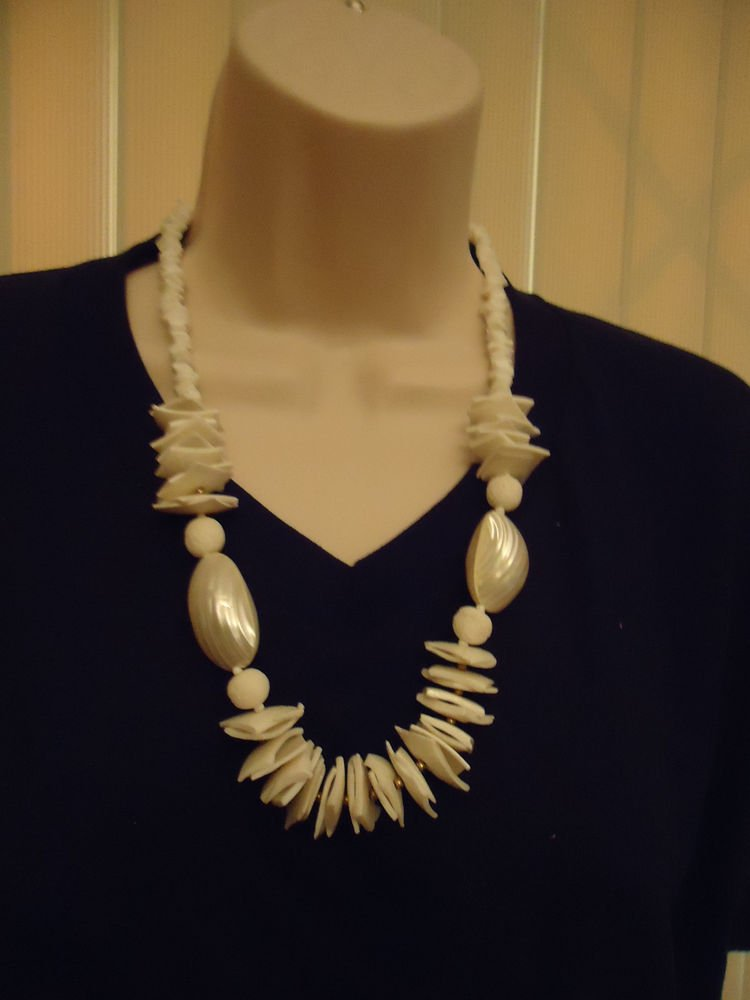 FANCY SHELL WHITE/OFF WHITE UNIQUE NECKLACE WITH SCREW CLASP....GREAT PIECE
