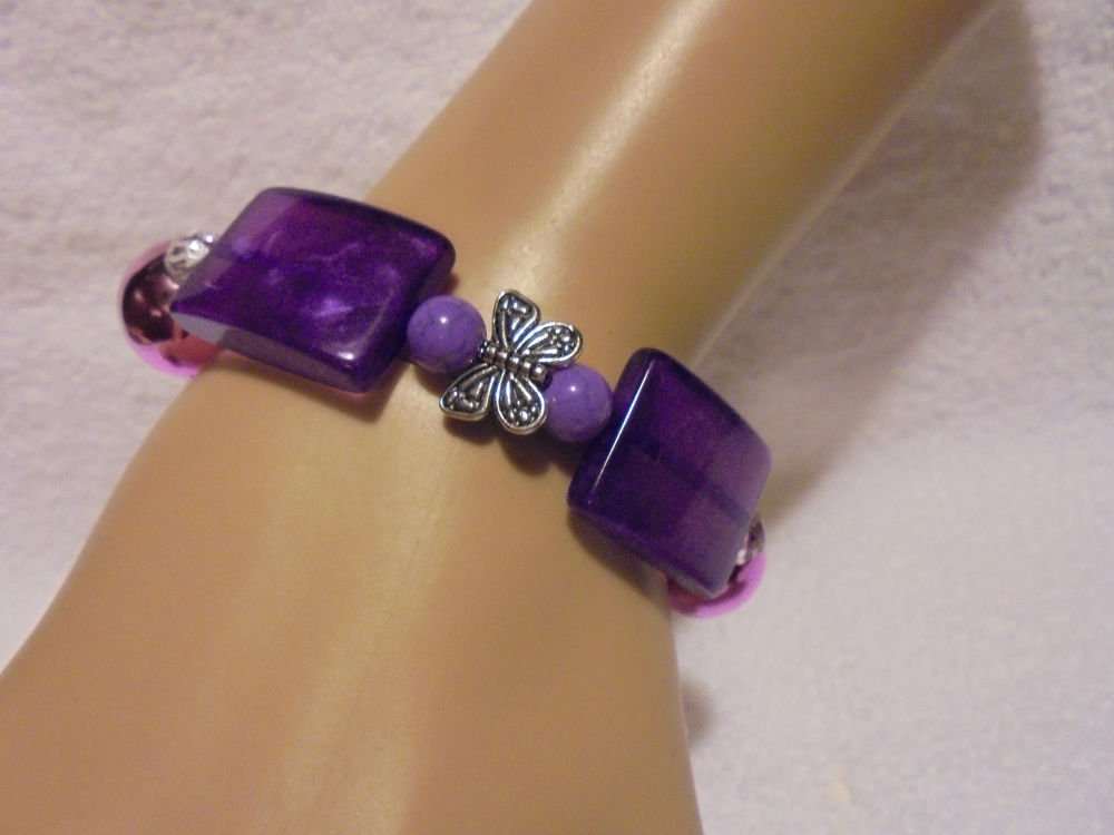 LARGE PURPLE/PINK  BEADED BRACELET WITH BUTTERFLY CHARM...UNIQUE..STRETCH