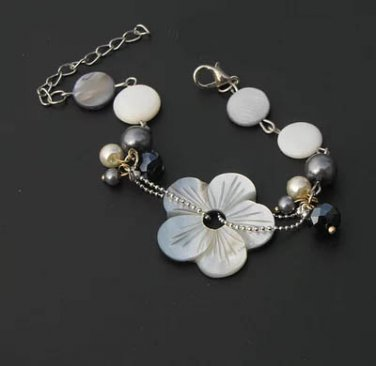 J30  Handcrafted Mother of Pearl Flower Crystal Retro Bracelet