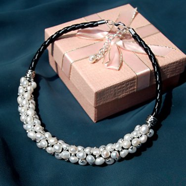 J42  Handcrafted Leather Stripe Pearls Choker