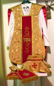 Gold Chasuble Jacquard Fabric Maroon Orphrey Fiddleback Vestment Set Catholic