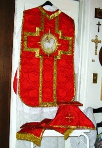 Red Fiddleback Chasuble Vestment Set Maniple, Stole, Chalice Veil, Burse NEW
