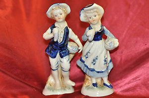 ANTIQUE VICTORIAN DECORATIVE PAINTED PORCELAIN FIGURINE COUPLE