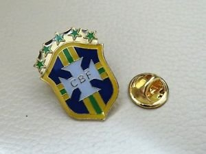 **WORLD CUP**BRAZIL** NATIONAL TEAM FOOTBALL SOCCER PIN BROOCH BADGE SOUVENIR