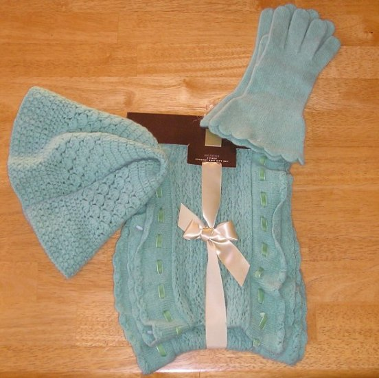 NEW Winter Warm Set HAT GLOVES SCARF - Green GIFT!
