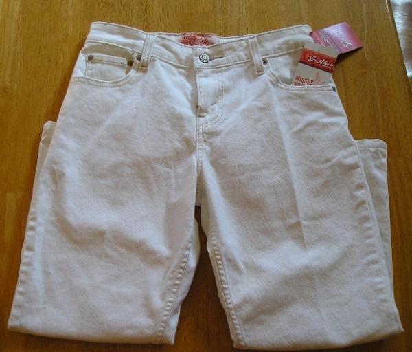 Levi's Levis Levi Strauss White Capri Jeans Capris Sz 6 NEW
