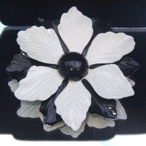 VINTAGE 1960s OP ART FLOWER BROOCH (FF2)