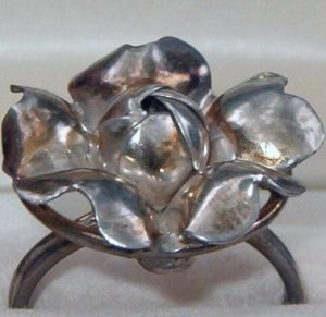 ANTIQUE SILVER FLORAL RING  (R18)