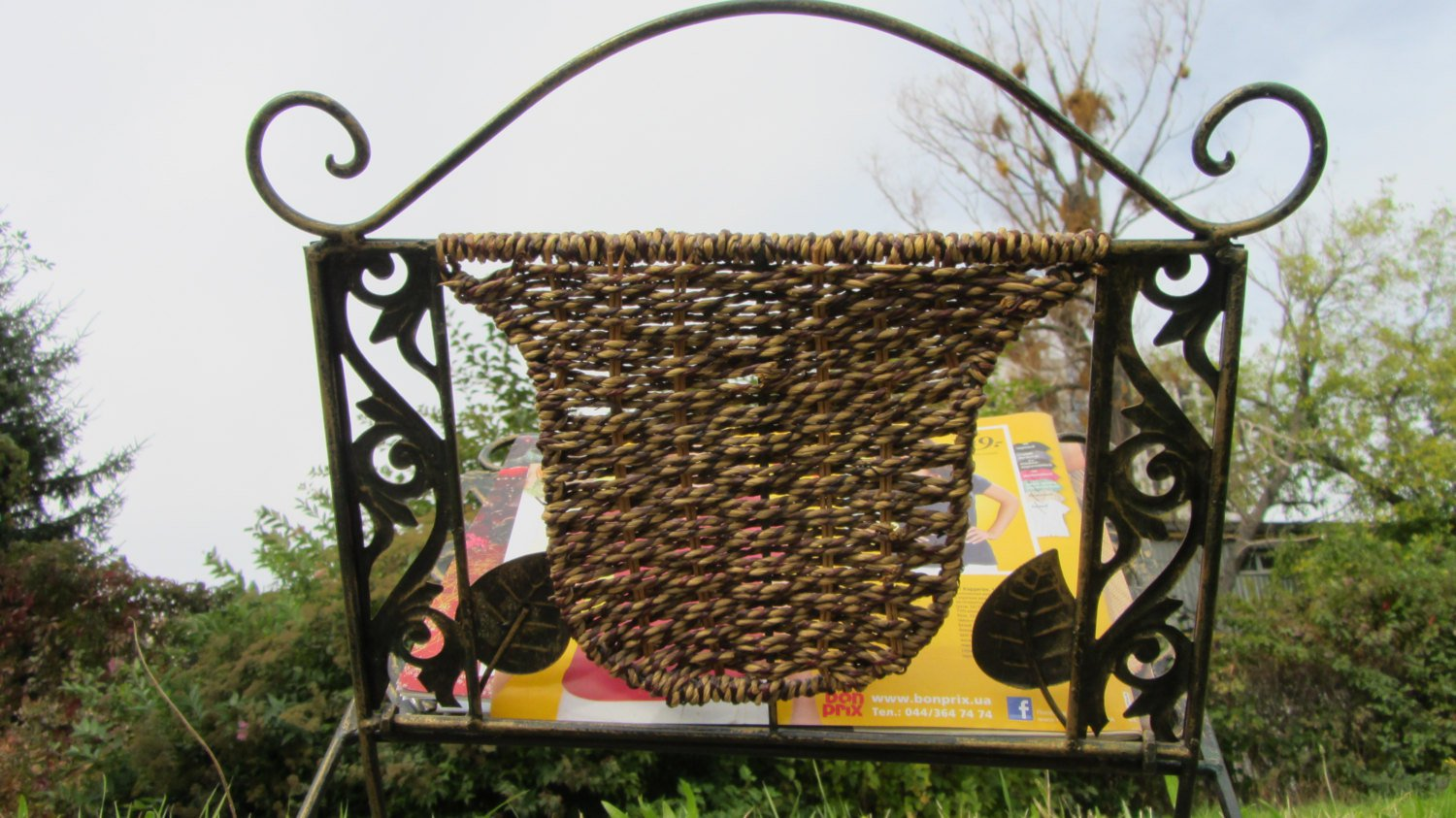 Mid Century Metal Magazine Rack Holder, Metal Tone Floral Modern Decor metal storrage, Retro Magazin