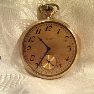 Elgin Pocket Watch 1925 12 Size 17 Jewels Grade 345 Case cover signed Elgin (691)