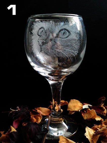 Engraved little kittens on vine glasses