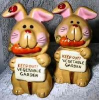 Vintage GARDEN BUNNIES Salt & Pepper Shakers