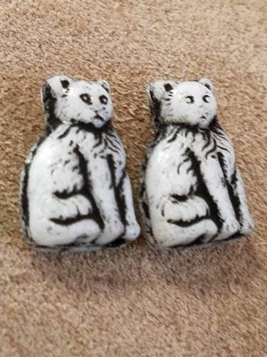 1920s-30s Czech Glass Cat beads 16mm pair