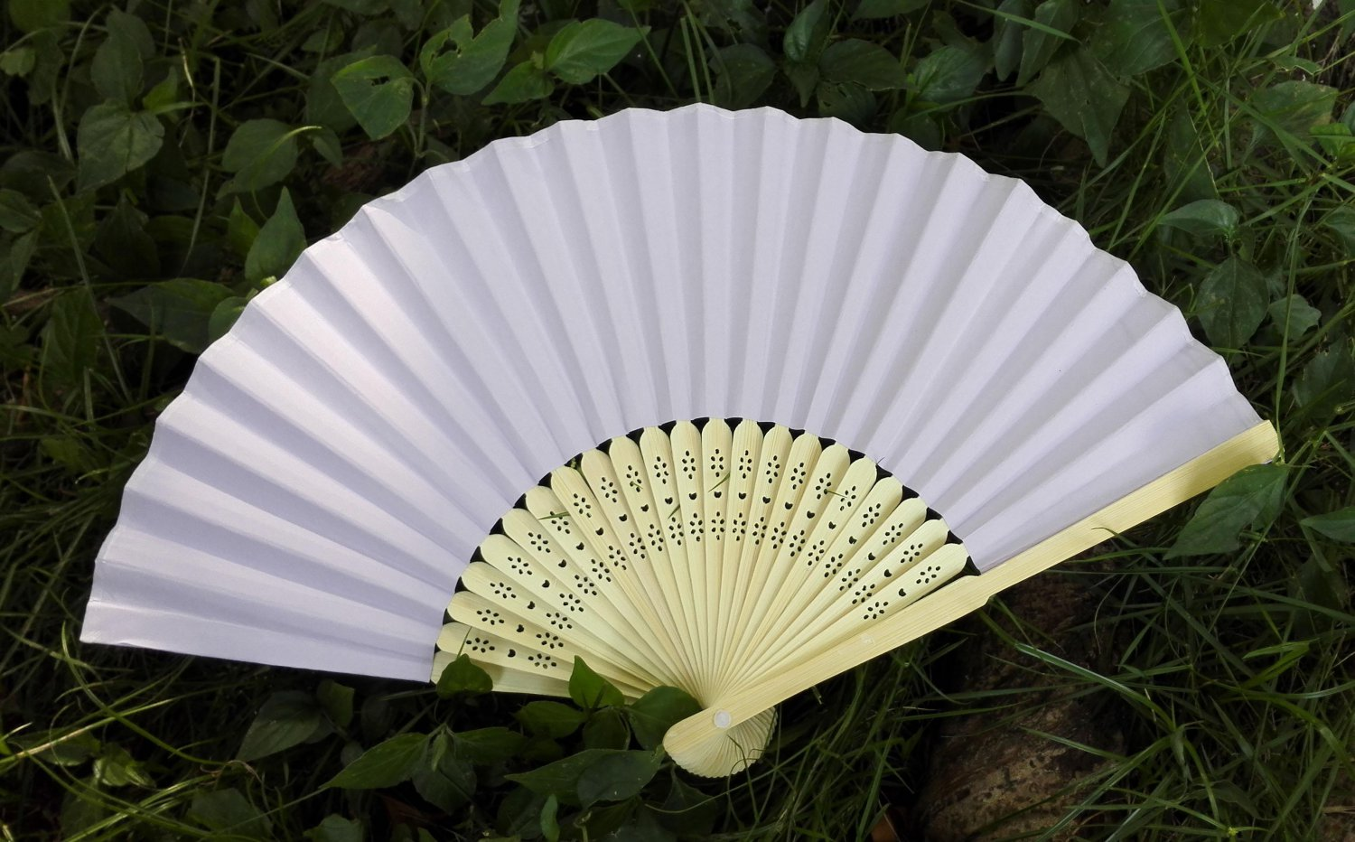 LOT OF 20 Lady's White Paper Hand Fan Wedding & Party