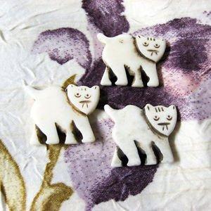 Bone Kitty Bead, Focal Pendant, 30mm, 1 Handmade Cat Bead