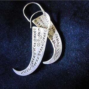 Fine silver earrings Hill tribe Thai karen Handmade Fang shaped with engraved