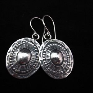 Fine silver earrings Hill tribe thai karen Vintage Oval shield engraved E136