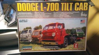 Lindberg 1/25 Dodge L-700 Tilt Cab Semi Truck Model Kit